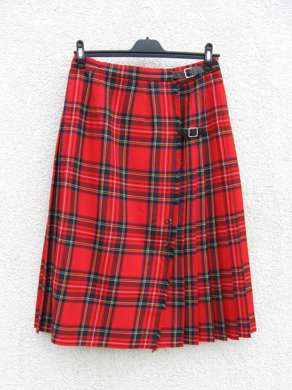 laine cossais rouge jupe tartan kilt plaid par. Black Bedroom Furniture Sets. Home Design Ideas