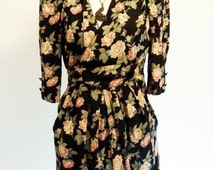 Floral 80's Silhouette Dress with 3/4 Sleeves and White V-Neck Detail SMALL