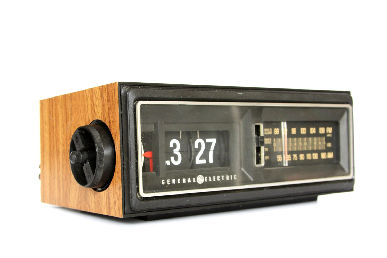 1970s flip clock vintage ge general electric am fm alarm. Black Bedroom Furniture Sets. Home Design Ideas