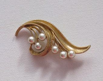 Vintage Lisner Faux Pearl Floral Brooch Pin (B-2-5)