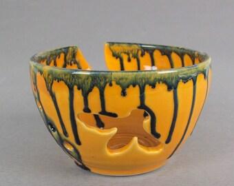 Yarn Bowl, KNITTING organizer, New yellow bee crochet bowl, bees, Knitter gift, stoneware,  by blueroompottery
