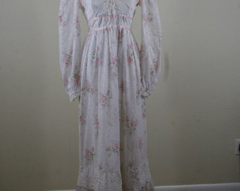 1970s Delicate Lace and Pink Flower Bouquet Print Maxi Dress