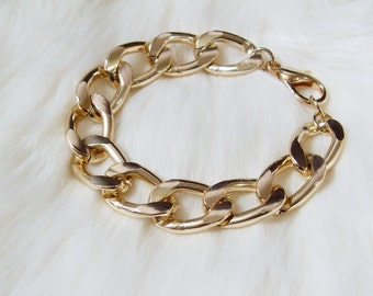 Chunky Gold Chain Bracelet. A Classy Light Gold Chain Bracelet. Simple and Chic.