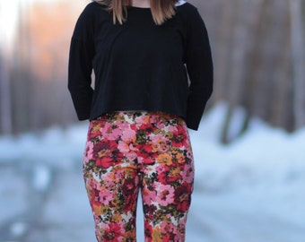 Bright Floral Summery Novelty 90s Cropped Pants