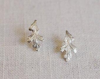 oak leaf earrings . oak leaf stud earrings . silver oak leaf studs . autumn jewelry . oak leaf jewelry // 2OAKL