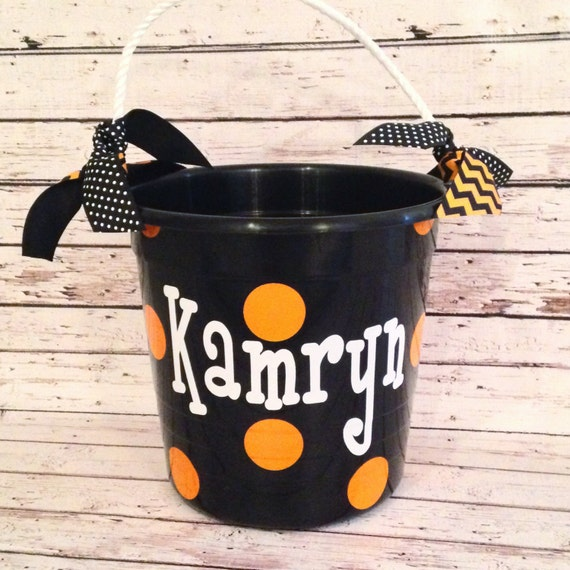 items similar to plastic halloween bucket with rope handle on etsy. Black Bedroom Furniture Sets. Home Design Ideas