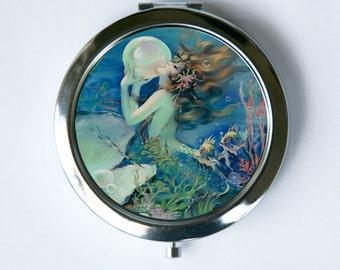 Mermaid holding a Pearl Compact Mirror Pocket Mirror art nouveau deco victorian