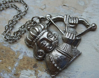 FREE SHIPPING Vintage King with Arrow Pendant Chain Necklace