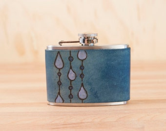 4oz Flask - Rain pattern - Leather and stainless steel in blue and white