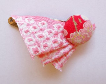 Hair clip in pink and red Japanese fabric with covered button