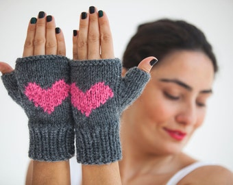 Valentines Day Fingerless Gloves with Heart -  Mittens - Valentines Day by Afra