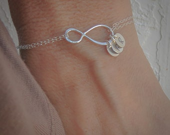 Mothers Bracelet Gift with Initials, Up to FOUR initials of your choice, Sterling Silver Infinity Bracelet, Family Initials, Engraved Discs
