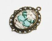 1 Butterfly picture pendant, butterfly picture cabochon, antique brass pendant, zinc alloy pendant 30x21mm Green