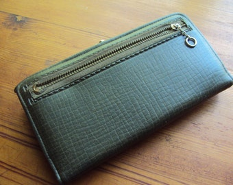 Vintage Olive Green Vinyl Wallet from the 1950's