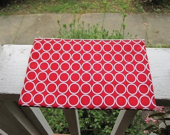 zippered case/white circles on red