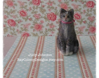 MADE TO ORDER one Needle-Felted Sitting Kitty Sculpture your choice of color (121514)