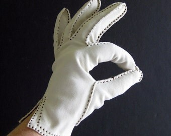 Vintage 1950s 1960s Light Tan Gloves with Brown Topstitch Detail - Grandoe
