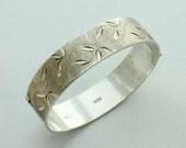Vintage Sterling Silver Hinged Bangle Bracelet Hinged Bracelet Engraved Bangle Engraved Bracelet Brushed Silver English Silver British 1 oz