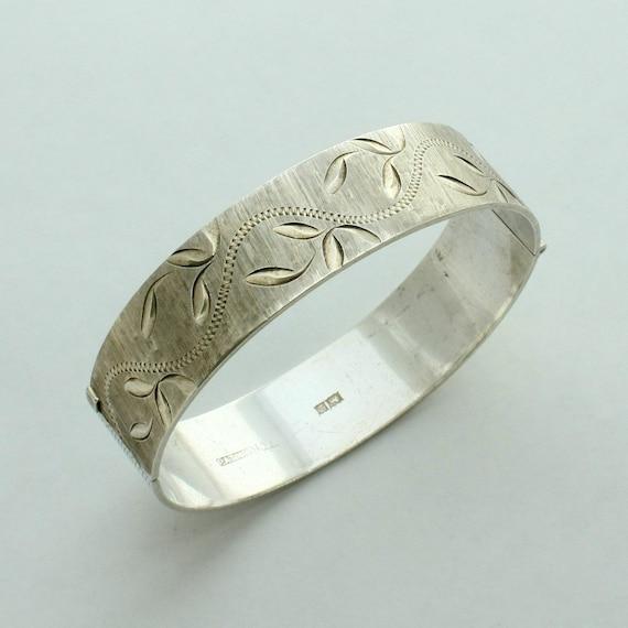 Vintage Sterling Silver Engraved Hinged Bangle Bracelet
