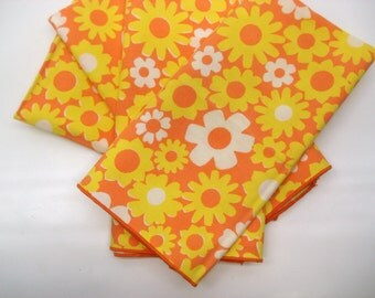 Cheerful flower napkins