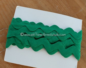 3 yards The BIG Rick Rack- Vintage Fabric Trim Juvenile 70s New Old Stock Kelly Green