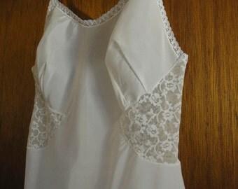 Vintage Barbizon Contura slip polyester nylon Tafredda mod lace side panels 1970s.