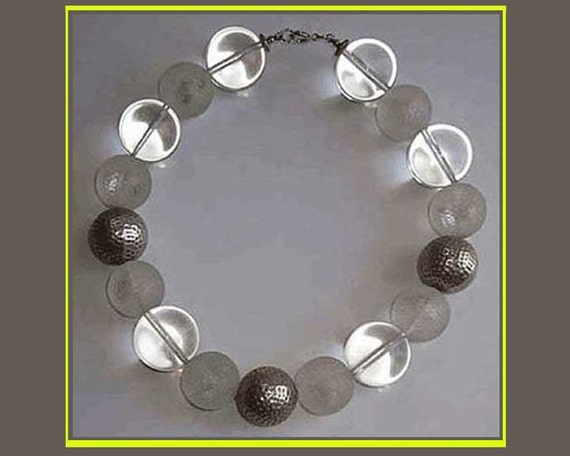 Lucite COOLER--Metal/Lucite Big Round Bead Choker Necklace,Vintage Jewelry,Women