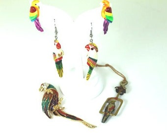 Cool lot of 4 vinatge parrot items 2 pairs of earings 1 brooch and a tin charm 40s-80s
