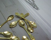 Gold Mini Spoon Pendant (Size: 3.5cm/h x 0.6 cm/w)