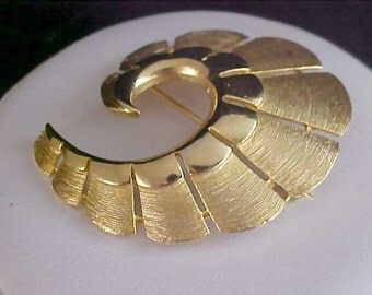 REDUCED~Mid-Century LISNER Polished & Textured Ornate Brooch