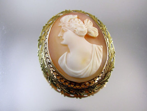 Antique Edwardian gold filigree cameo brooch pin Psyche butterfly wings