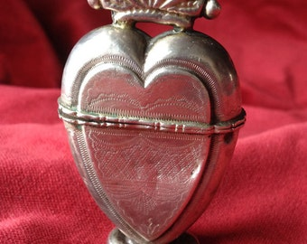 Antique Norwegian Silver / Sterling Crowned Heart perfume souvenir Box Vinaigrette. luktevannshus, sacred heart, flaming heart