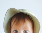 Vintage 1960's Baby Girl Bonnet - Light Green with Bow