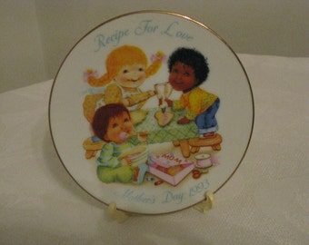 "Vintage 1993 Avon Mother's Day Plate "" Recipe For Love""  Mint Cond"
