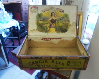Shabby Vintage Green Garcia Alia Wooden Cigar Box from Rustysecrets