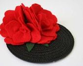 Red flowers fascinator - Vintage felt hair Accessory - felt hair accessory - Rockabilly hair flower - vintage wedding fascinator -retro hair