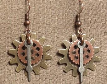 Steampunk gear earrings, mixed metals. 061402