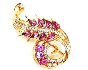 Coro Pegasus Pink and Clear Curved Brooch