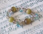 Beautiful Ladies Green Crystal Beaded Bracelet Costume Jewelry Stretch