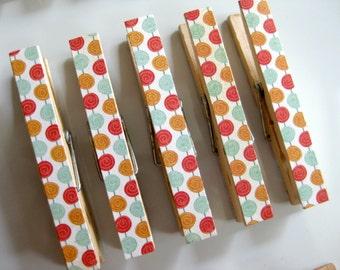 Retro Circle Clothespin Magnets - Set of 5