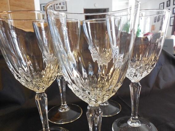 verres vin cristal verres pied cristal diamant coupe. Black Bedroom Furniture Sets. Home Design Ideas