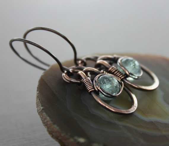 Copper dangle earrings with eye shaped hoops and wrapped pale blue aquamarine stones - Aquamarine earrings - Dangle earrings - ER017