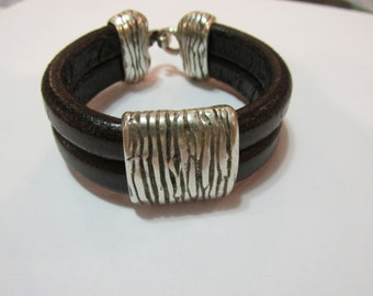 Double stunning black bracelet.....Regaliz Leather
