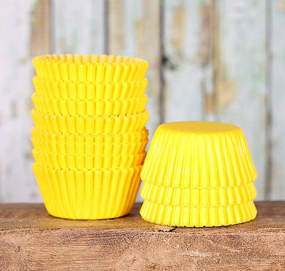 MINI Yellow Cupcake Liners, Mini Paper Cupcake Liners, Mini Lemon Yellow Liners, Mini Wedding Cupcake Liners, Cake Pop Cup, Candy Cups (100)