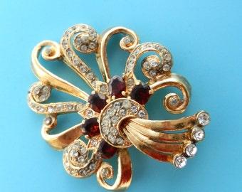 1950 lovely Deco Gold Rhinestones Red Glass Stones Swirl Design Brooch  -- Art.341/3---
