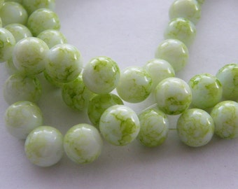 80 Green mottled glass beads B132