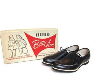 vintage 50s shoes, Vintage girls shoes, black leather , side laces, NOS,  Size 13 1/2