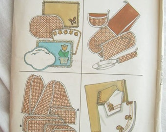 Kwik Sew 832 Potholder Tablecloth Toaster Cover and other Kitchen Covers