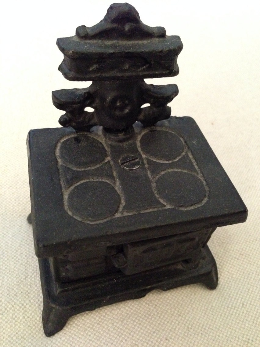 Antique Vintage Cast Iron Wood Burning Stove Coin Bank