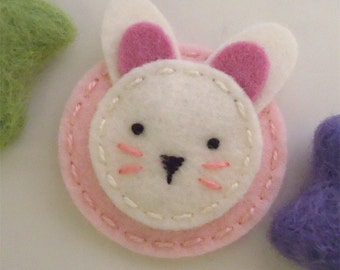 Felt hair clip -No slip -Wool felt -Bunny -pale pink